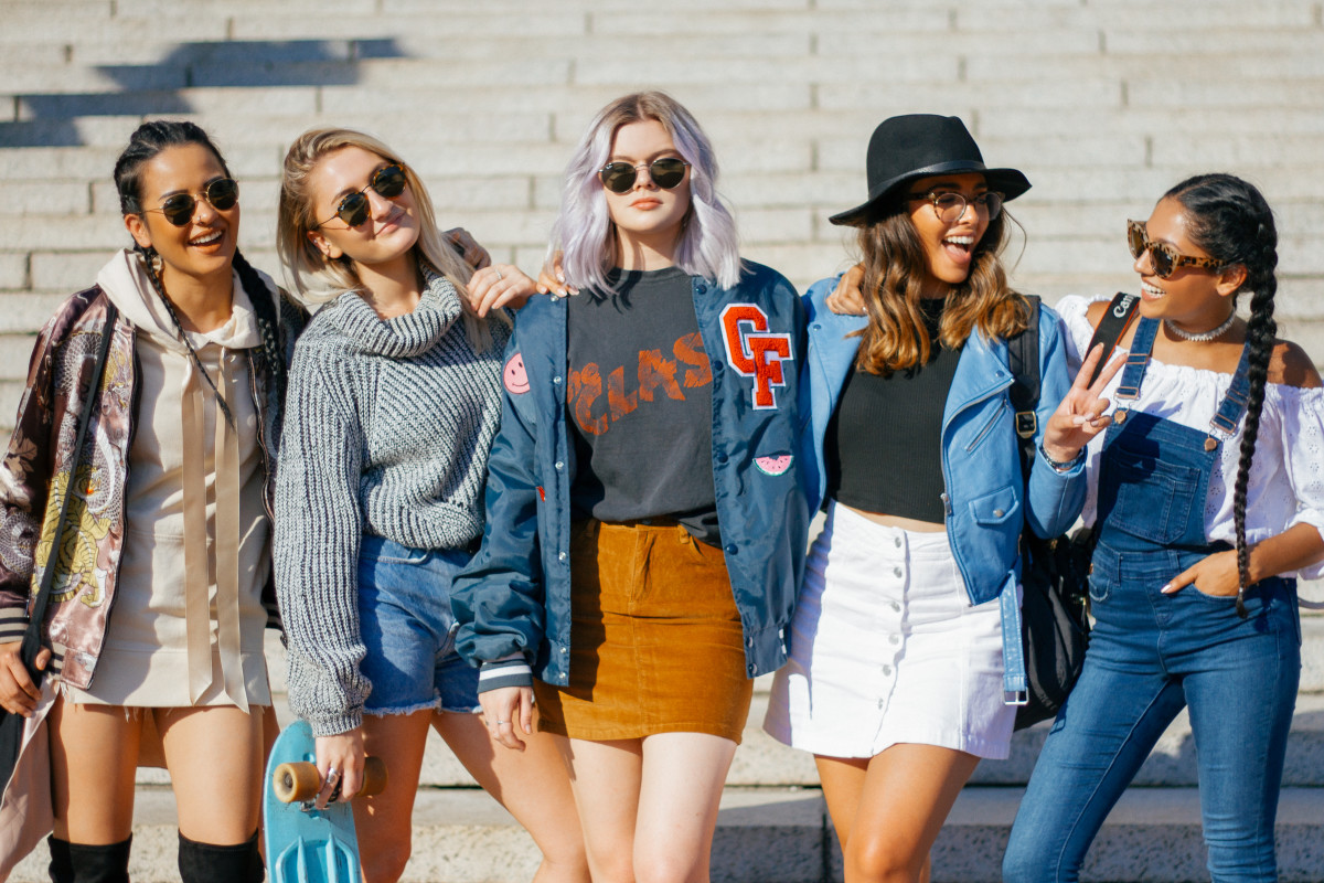 11 Items A Girl Must Have In Her Bag For College